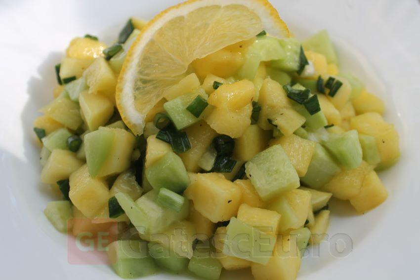 Salata de mango cu castraveti