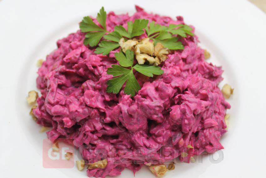 Salata cu sfecla rosie si nuci