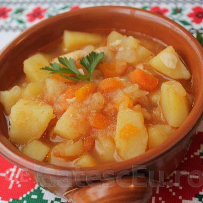 Mancare de cartofi cu carne din piept de pui
