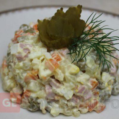 Salata Olivie (a la Russe)