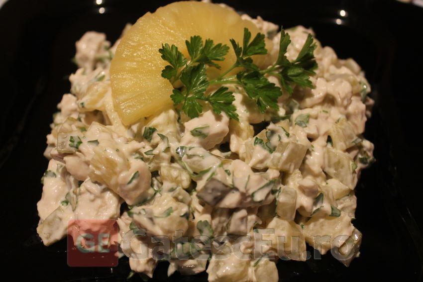 Salata din piept de pui cu ananas