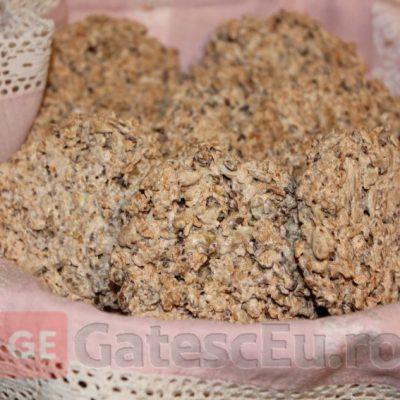 Biscuiti crocanti cu seminte si ovaz