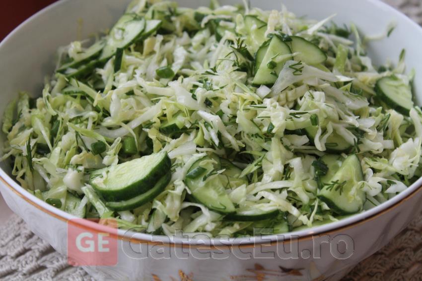 Salata de varza cu castraveti