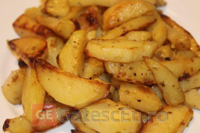 Cartofi la cuptor cu usturoi si lamaie