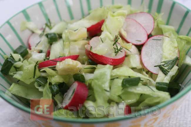 Salata de varza cu ridiche rosie