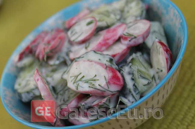 Salata din ridichi si castraveti