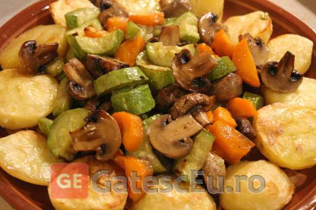 Cartofi cu legume la rola
