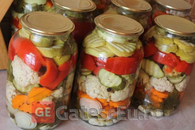Asorti de legume marinate