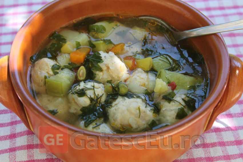Supa din legume cu perisoare