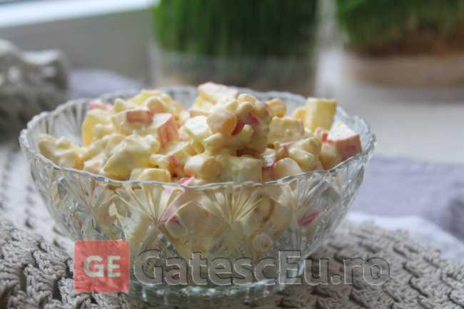 Salata cu surimi si porumb